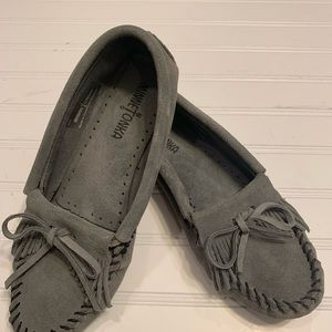 Minnetonka Grey Moccasins Size 7.5 Like New
